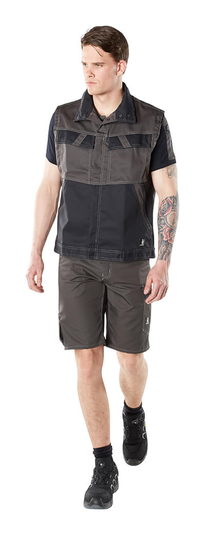 MASCOT® LIGHT Arbejdsvest & Shorts - Model